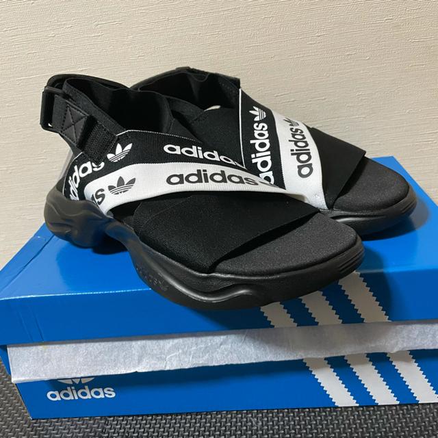 adidas(アディダス)のアディダス Magmur サンダル 即購入○  値下げ交渉有【44%OFF】 レディースの靴/シューズ(サンダル)の商品写真