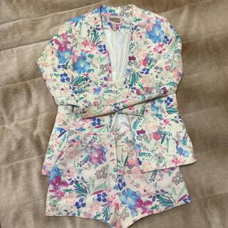 フォーエバートゥエンティーワン(FOREVER 21)の花柄ショートパンツスーツ上下セット(セット/コーデ)