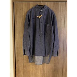 コモリ(COMOLI)のCOMOLI(コモリ)パープルダンガリープルオーバーシャツ size2(シャツ)