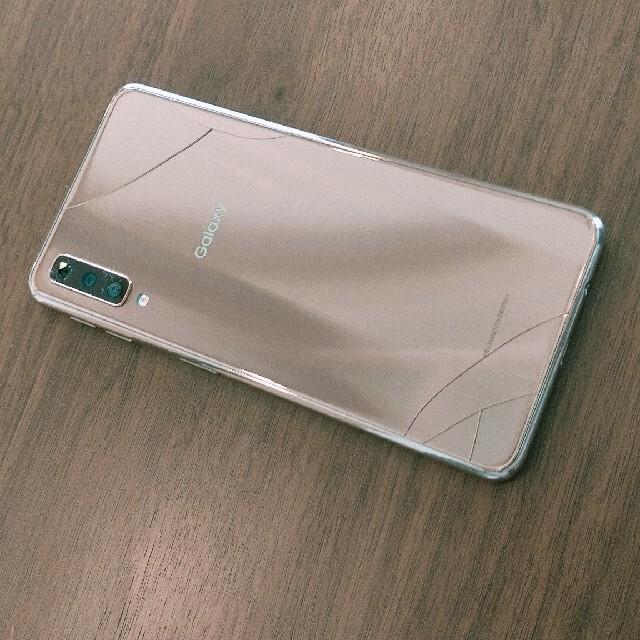 SAMSUNG(サムスン)のgalaxy A7本体 背面パネル、カメラカバー割れ スマホ/家電/カメラのスマートフォン/携帯電話(スマートフォン本体)の商品写真