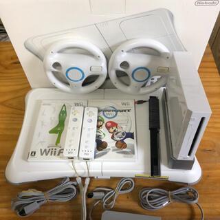ウィー(Wii)のWii 本体 Wiifit マリオカート ハンドル セット(家庭用ゲーム機本体)