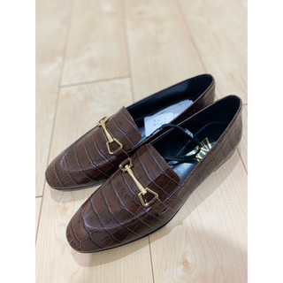 ザラ(ZARA)の【新品未使用】ZARA アニマル柄レザーローファー(ローファー/革靴)
