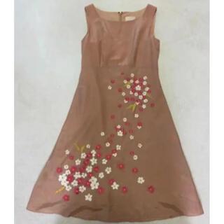 Sybilla - お花の刺繍がとても繊細で可愛らしいシビラのワンピース