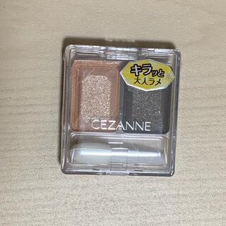 CEZANNE(セザンヌ化粧品) - セザンヌ ツーカラー アイシャドウ ラメシリーズ 05 コーラルブラン(3.8g