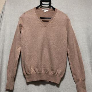 ユニクロ(UNIQLO)の送料無料 ユニクロ Mサイズ カシミヤ Vネックセーター ピンク(ニット/セーター)