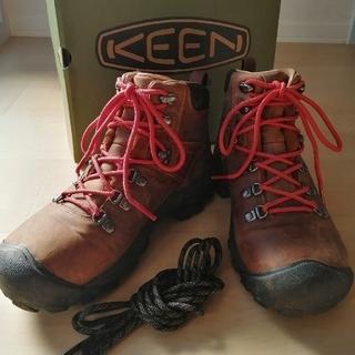 キーン(KEEN)のKEEN PYRENEES トレッキングシューズ(登山用品)