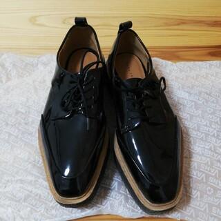 ザラ(ZARA)のZARA エナメル 厚底靴 24cm(ローファー/革靴)