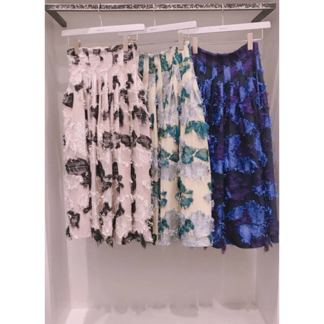 FRAY I.D(フレイアイディー)のFRAY I.D フラワージャガードスカート レディースのスカート(ひざ丈スカート)の商品写真