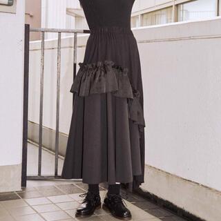 メリージェニー(merry jenny)のイソザイアシンメトリーフリルスカート 黒(ロングスカート)