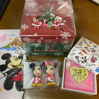 ディズニー(Disney)のディズニーストア ディズニーランド 非売品 ミニタオル 指人形 紙箱 ピンバッジ(キャラクターグッズ)