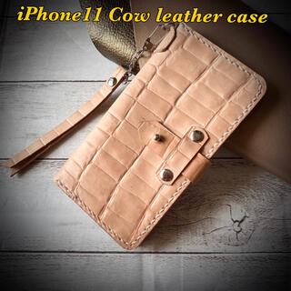【iphone11ケース】ストラップ付!牛ヌメ本革×クロコエンボス手帳型ベージュ(iPhoneケース)