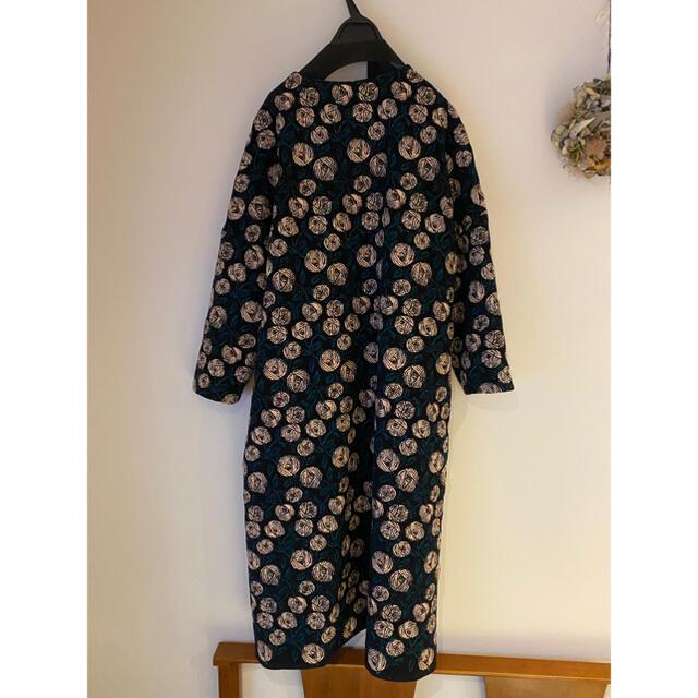 mina perhonen(ミナペルホネン)のミナペルホネン rossy ノーカラーコート レディースのジャケット/アウター(ロングコート)の商品写真