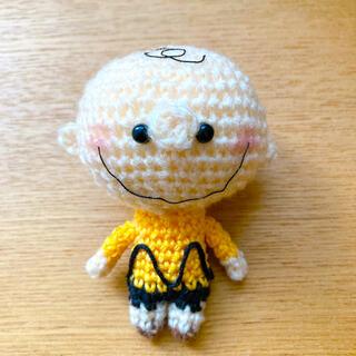 黄色い服を着た男の子 ストラップ(あみぐるみ)