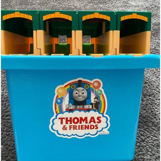 トーマスプラレール  たためるトーマス機関庫