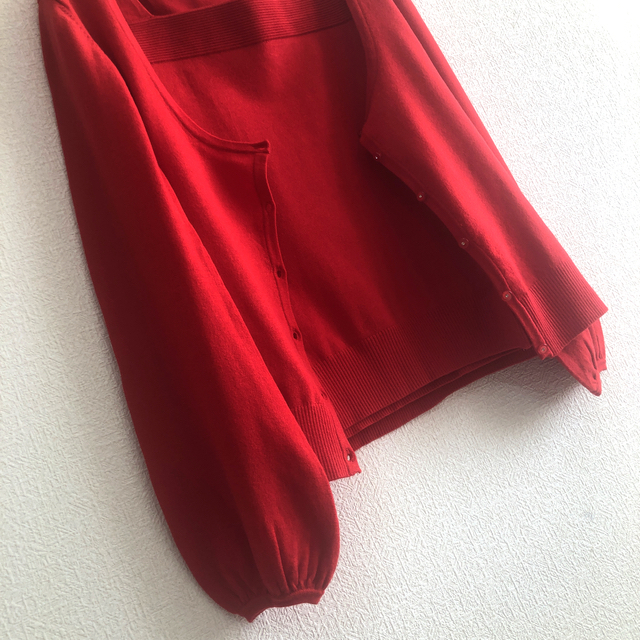 Apuweiser-riche(アプワイザーリッシェ)のニット カーディガン ボリューム袖 アンサンブル 赤 映え レディースのトップス(アンサンブル)の商品写真