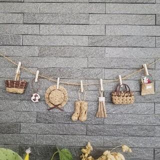 茶色★ミニチュアカゴや帽子のガーランド エコクラフト 壁飾り 紙バンド(雑貨)