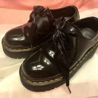 ドクターマーチン(Dr.Martens)のDr.martens HORRY サテンリボン 厚底 ローファー (ローファー/革靴)