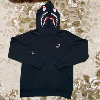 アベイシングエイプ(A BATHING APE)のAPE BAPE KAWS pullover シャークパーカー パーカー L 黒(パーカー)