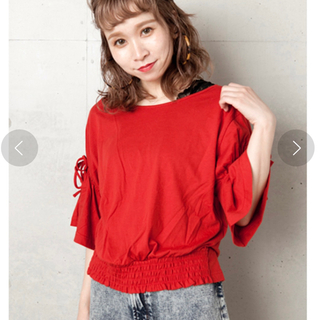 ダブルクローゼット(w closet)の袖リボンプルオーバー 赤(カットソー(半袖/袖なし))