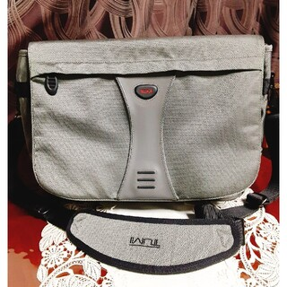 トゥミ(TUMI)の美品 TUMI メッセンジャーバッグ(メッセンジャーバッグ)