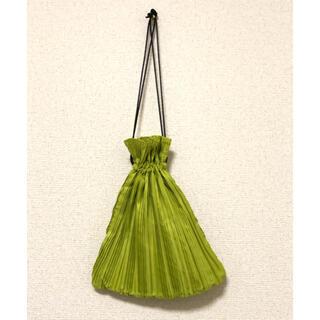 KBF - KBF ケービーエフ プリーツ巾着バッグ ライトグリーン 黄緑