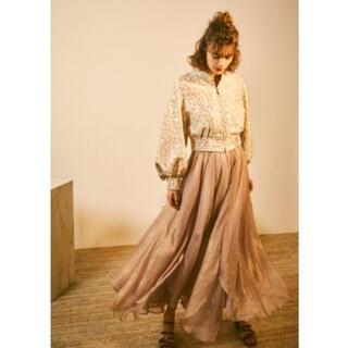 Lily Brown - リリーブラウン 光沢シースルーフレアスカート ピンク