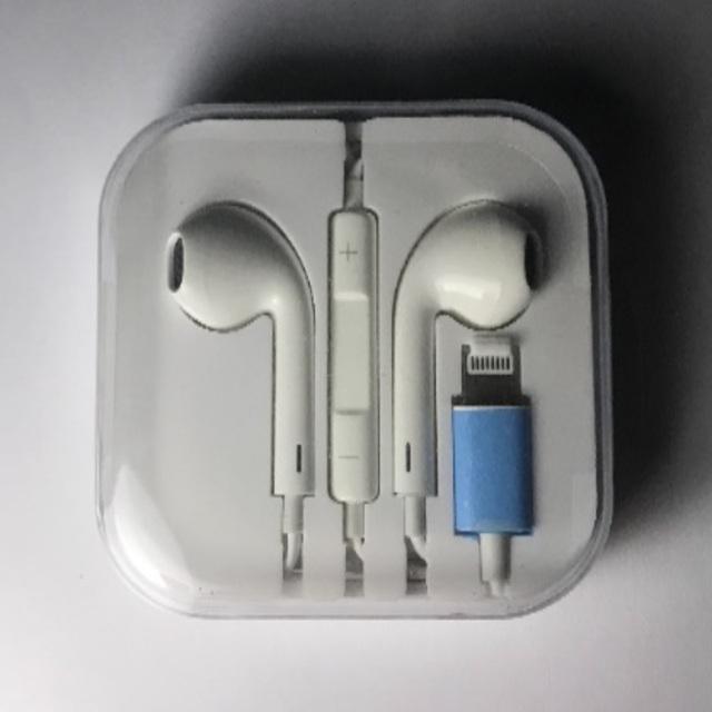 iPhone(アイフォーン)のライトニングケーブルBluetooth2個 ワイヤレスBluetooth1個 スマホ/家電/カメラのオーディオ機器(ヘッドフォン/イヤフォン)の商品写真