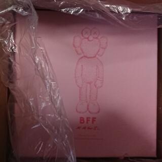 メディコムトイ(MEDICOM TOY)のKAWS BFF plush  pink (ぬいぐるみ)