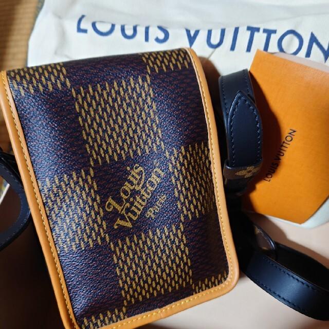 LOUIS VUITTON(ルイヴィトン)のlouis vuitton nigo AMAZONE MESSENGER Bag メンズのバッグ(ショルダーバッグ)の商品写真