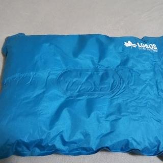 ロゴス(LOGOS)のLOGOS ロゴス 枕 送料込(寝袋/寝具)