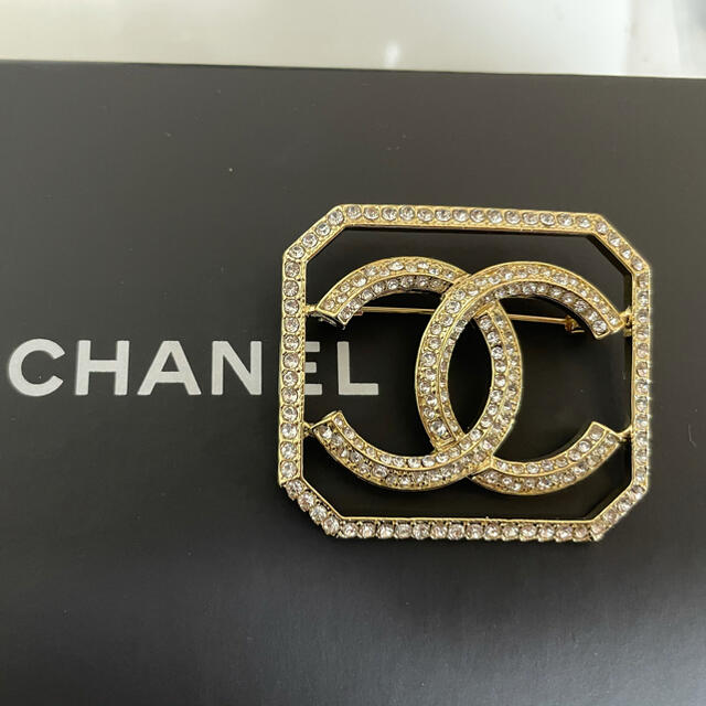 CHANEL(シャネル)の値下げ中 シャネルブローチ CHANELブローチ シャネルアクセサリー レディースのアクセサリー(ブローチ/コサージュ)の商品写真