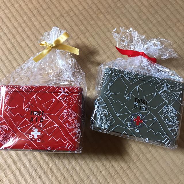 KALDI(カルディ)の新品 KALDI   ファーストエイド缶 カーキ レッド 2箱 食品/飲料/酒の食品(菓子/デザート)の商品写真