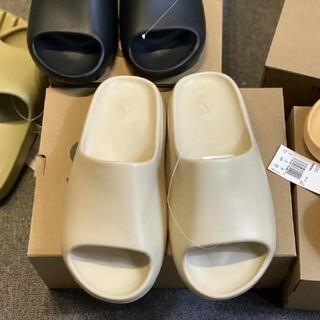 アディダス(adidas)のアディダス イージースライド YEEZY SLIDE  スリッパ○ (その他)