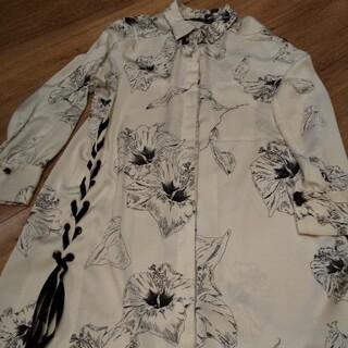 ZARA - 美品 ザラ ハイビスカス柄サテンロングシャツ