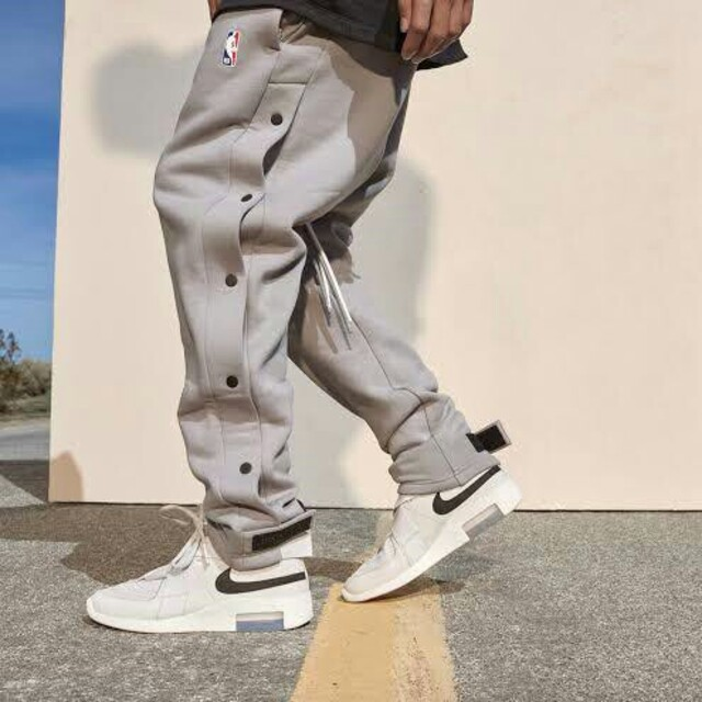 FEAR OF GOD(フィアオブゴッド)のNIKE Fear of god NBA warm up pants L メンズのパンツ(ワークパンツ/カーゴパンツ)の商品写真