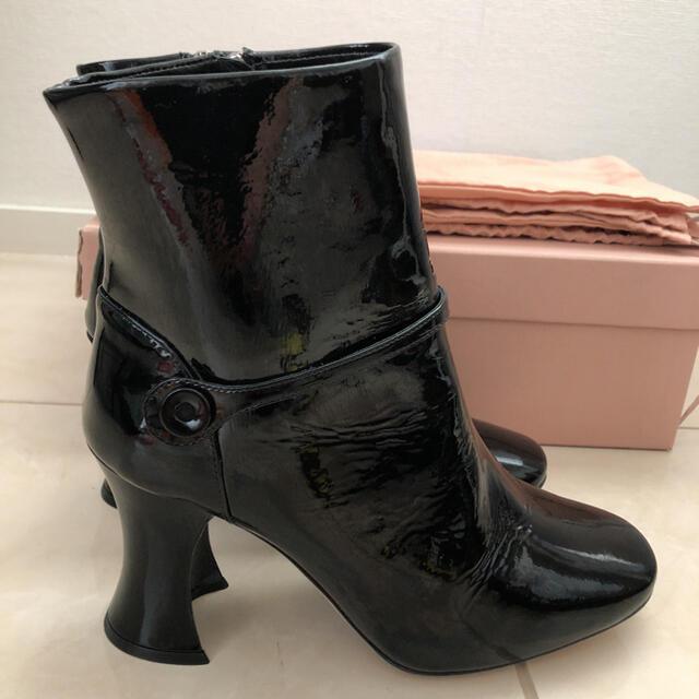 miumiu(ミュウミュウ)のmiumiu ショートブーツ レディースの靴/シューズ(ブーツ)の商品写真