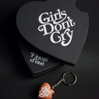 GDC - Girls Don't Cry Bite Heart chocolate box