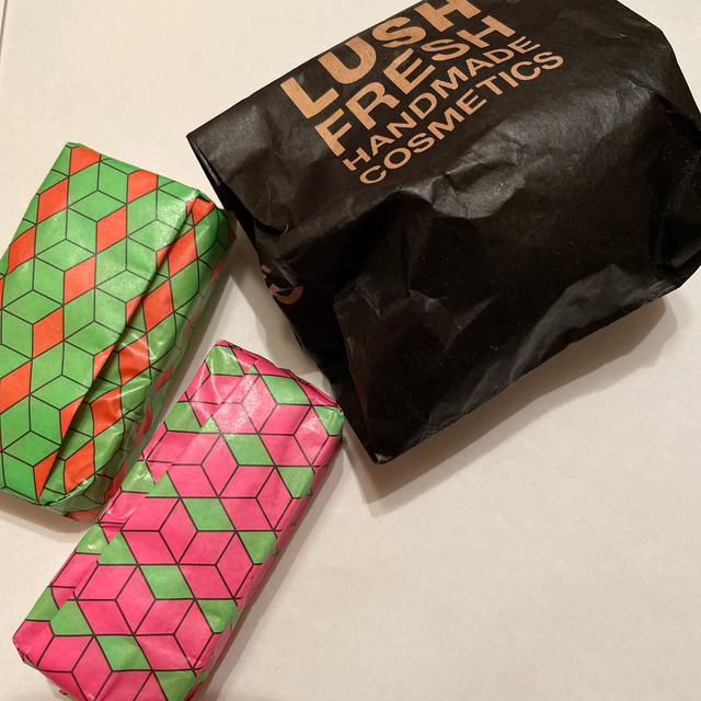LUSH(ラッシュ)のLUSH 石鹸&バスボム コスメ/美容のボディケア(ボディソープ/石鹸)の商品写真