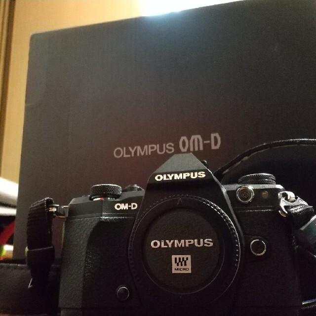 OLYMPUS(オリンパス)のOM-D E-M5 mark2 ボディ 26642ショット スマホ/家電/カメラのカメラ(ミラーレス一眼)の商品写真