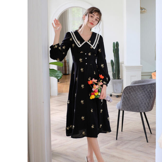 フィント(F i.n.t)のフランス少女の花刺繍ワンピース(ロングワンピース/マキシワンピース)