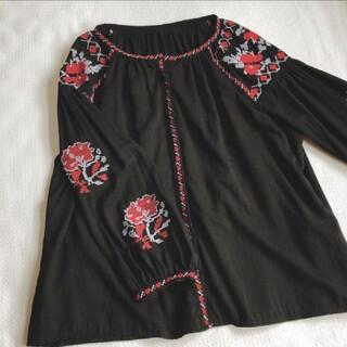 美品ウクライナ刺繍ブラウス