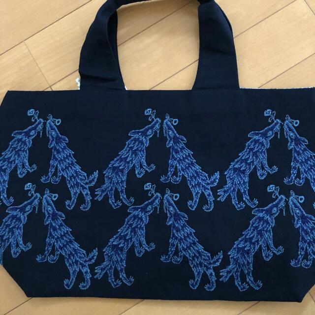 mina perhonen(ミナペルホネン)のミナペルホネン パニーニバッグ wolf &flower レディースのバッグ(トートバッグ)の商品写真