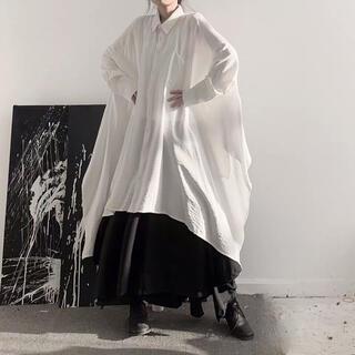 【清楚に着こなすシンプルお洒落】モード系ロングシャツ 変形 フレア 白 Fサイズ