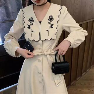 Lochie - 新品  BIG COLLAR DRESS . ivory 𓂃 𓈒𓏸