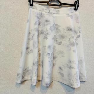 セシルマクビー(CECIL McBEE)のセシルマクビー 花柄 ホワイト スカート(ミニスカート)