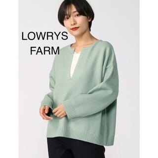 LOWRYS FARM - LOWRYSFARM スリットVニット プルオーバー グリーン