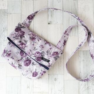エレガントな花柄の二つ折りミニショルダー(バッグ)