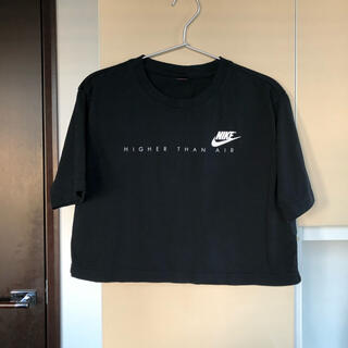 NIKE - NIKE ショート丈の黒Tシャツ