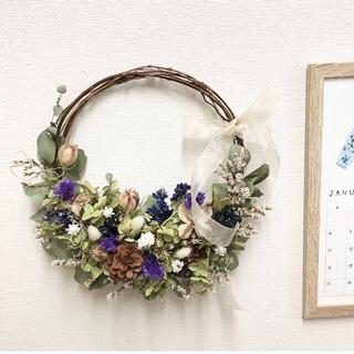 紫陽花とパープルの三日月リース   ドライフラワーリース(ドライフラワー)