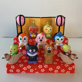 アンパンマン - 【三段飾り(桜)】あつまれアンパンマン P68 ひな祭り お雛様 指人形 全9種